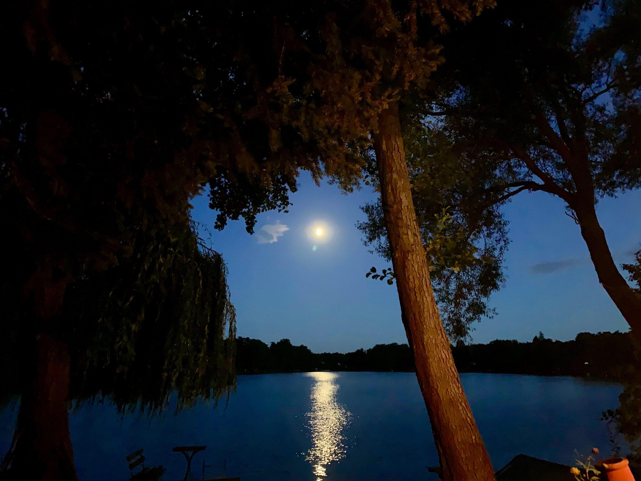 Motzener See, Mond, Paddel Pit Bootsverleih